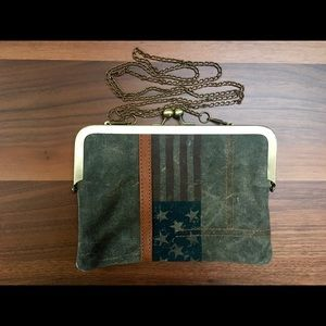 Flag Clutch with Chain